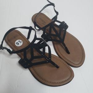 NEW Madeline Stewart black thong sandals